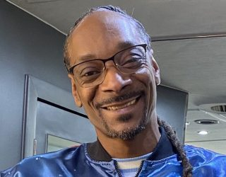 Snoop Dogg is helping donate 1 million vegan burgers to hospitals